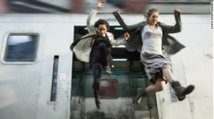 Zoe-Kravitz-and-Shailene-Woodley-Divergent