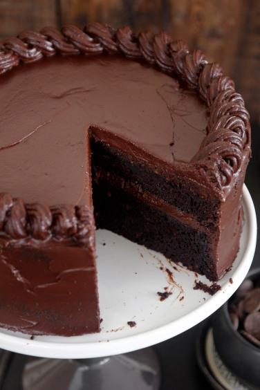American_chocolate_cake5-s